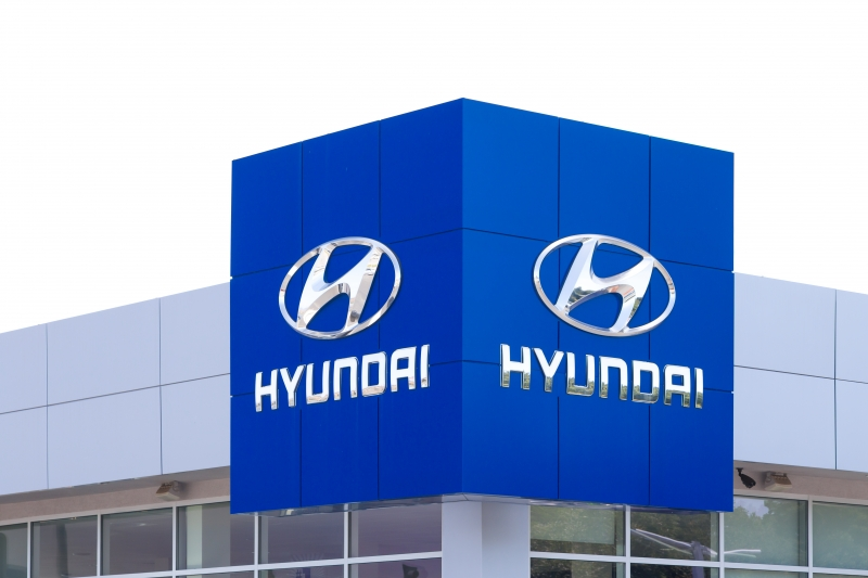 9971235-hyundai-autombile-dealership-sign
